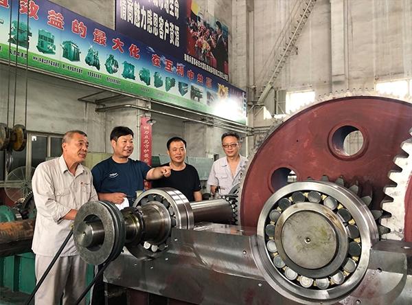 鞍钢集团代表现场验收减速机